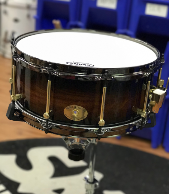 Noble & Cooley Classic 14 x 6 Single Ply Tulip, Honey Maple Burst/Brass Flanged BLK