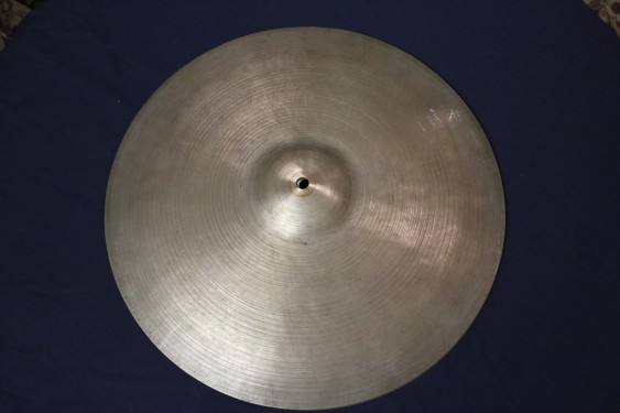 "Used **Very Thin** Zildjian K Istanbul 14"" Hi Hats - 631 grams top, 677 grams bottom. No cracks, small bell hole."