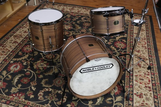 Noble & Cooley Walnut Classic Horizontal Ply Kit, 8x12, 14x14, 16x20 Bass, Clear Matte Finish, Black Chrome Hardware