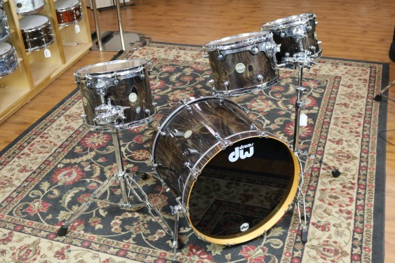 Used DW Collectors 10,12,14,22, Black Stain over Spider Pine, w/chrome mini lugs,tom stands included