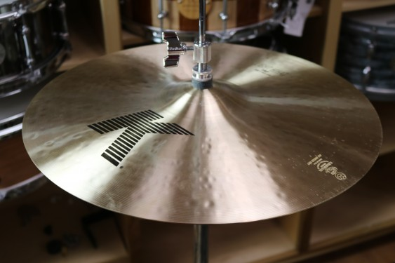 "Zildjian 16"" K Light Hi Hat Pair - Demo of Exact Cymbal - 1267 grams Top, 1616 grams bottom"