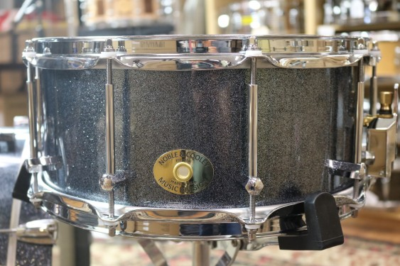 Noble & Cooley Single Ply Classic SS Tulip 6X14 Snare Drum, Hematite Sparkle, Chrome Hdw