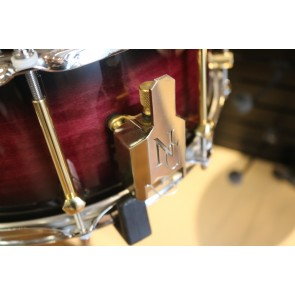 Noble & Cooley SS Classic Maple Snare 6X14 Black Cherry Burst, Brass Hard, Chrome Hoops