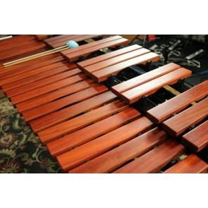 MAJESTIC 3.3 Octave Graduated Padauk Bar Gateway Marimba with Resonators and stand